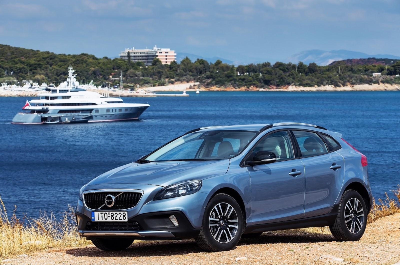 21.900 € και δωρεάν το πακέτο Business για το best-seller Volvo V40 Cross Country Τ3 1.5 Auto
