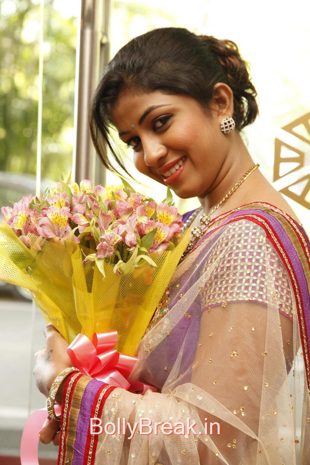 Geethanjali Pics in Saree, Geethanjali Hot Pics from Akritti Elite Exhibition Launch