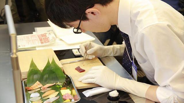 Japoneses deben pasar duras pruebas para ser cirujanos