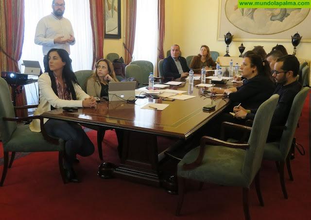 El Cabildo aborda con el sector turístico las posibilidades de desarrollo que ofrece la revisión del Plan de Ordenación