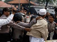 """Pengamat: Rezim Jokowi """"Anti Islam""""-nya Lebih Buruk Dibanding Orba, Lihat Polisinya"""