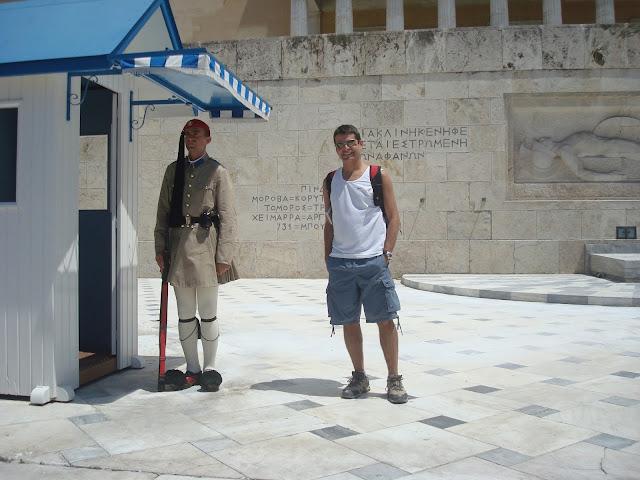 149a1b91ee Praça Syntagma - guardas (Evzone) a caráter. Troca de guardas é um evento  turístico