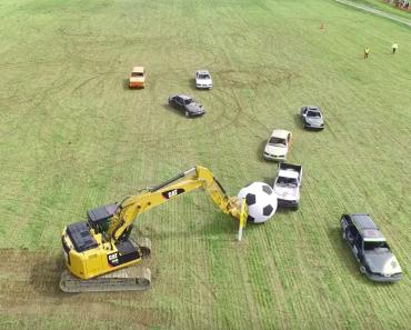 Un match de soccer avec des voitures!