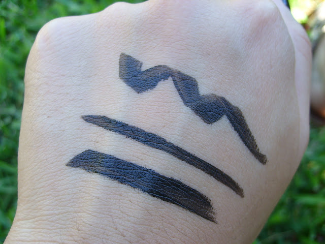 Swatch of Maybelline Master Graphic Eyeliner