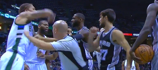 San Antonio Spurs, Milwaukee Bucks Scuffle (VIDEO)
