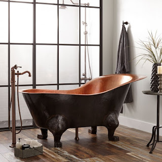 HAMMERED COPPER SLIPPER CLAWFOOT TUB WITH BRIGHT COPPER INTERIOR