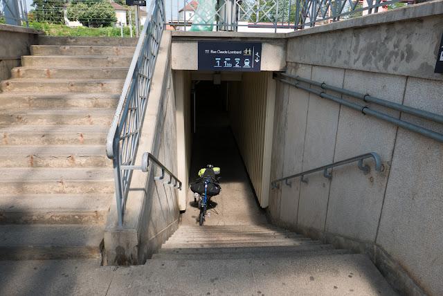 Voyage à vélo, à la gare