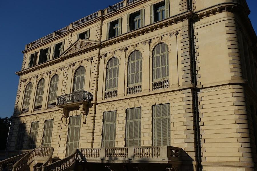 ロベルト宮殿(Palau Robert)