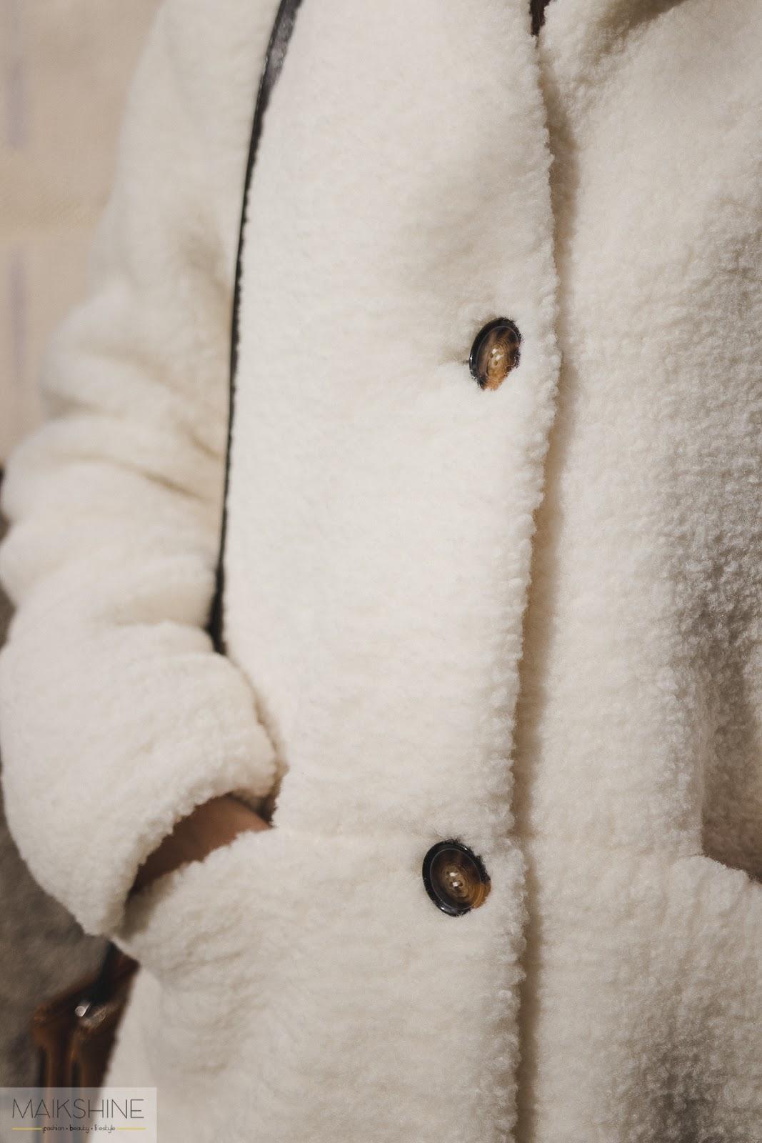 Outfit abrigo peluche blanco