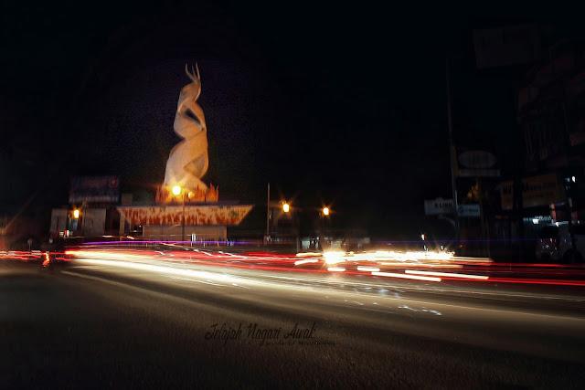 Tugu Tali Tigo Sapilin Padang