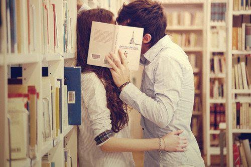 romantic couple images with books, romantic couple kissing images, book love images, kissing couple cute romantic images,4truelovers images