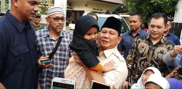 Emak-emak Di Jaksel Cegat Prabowo Subianto Agar Turun Dari Mobil