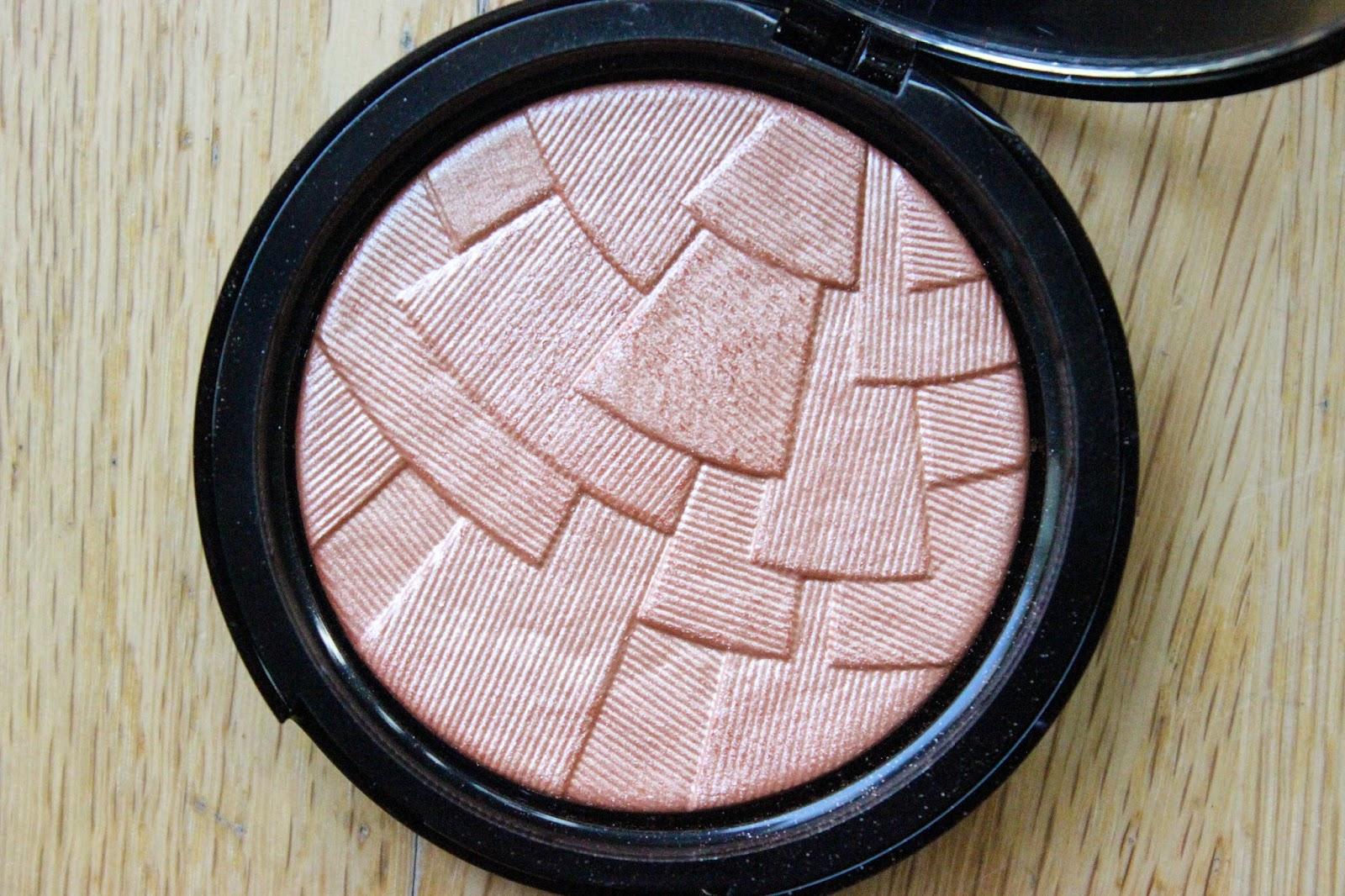 anastasia beverly hills illuminator peach nectar nc50 black skin dark skin beauty blogger review woc uk abh nataliekayo discoveriesofself