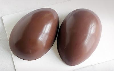 Γονοίς προσοχή! Ένας 5χρονος άνοιξε το σοκολατένιο αυγό του και αντί για παιχνίδι βρήκε μέσα κάτι άλλο...