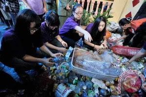 Unik, Warga Bandung Bisa Bayar Listrik Pakai Sampah