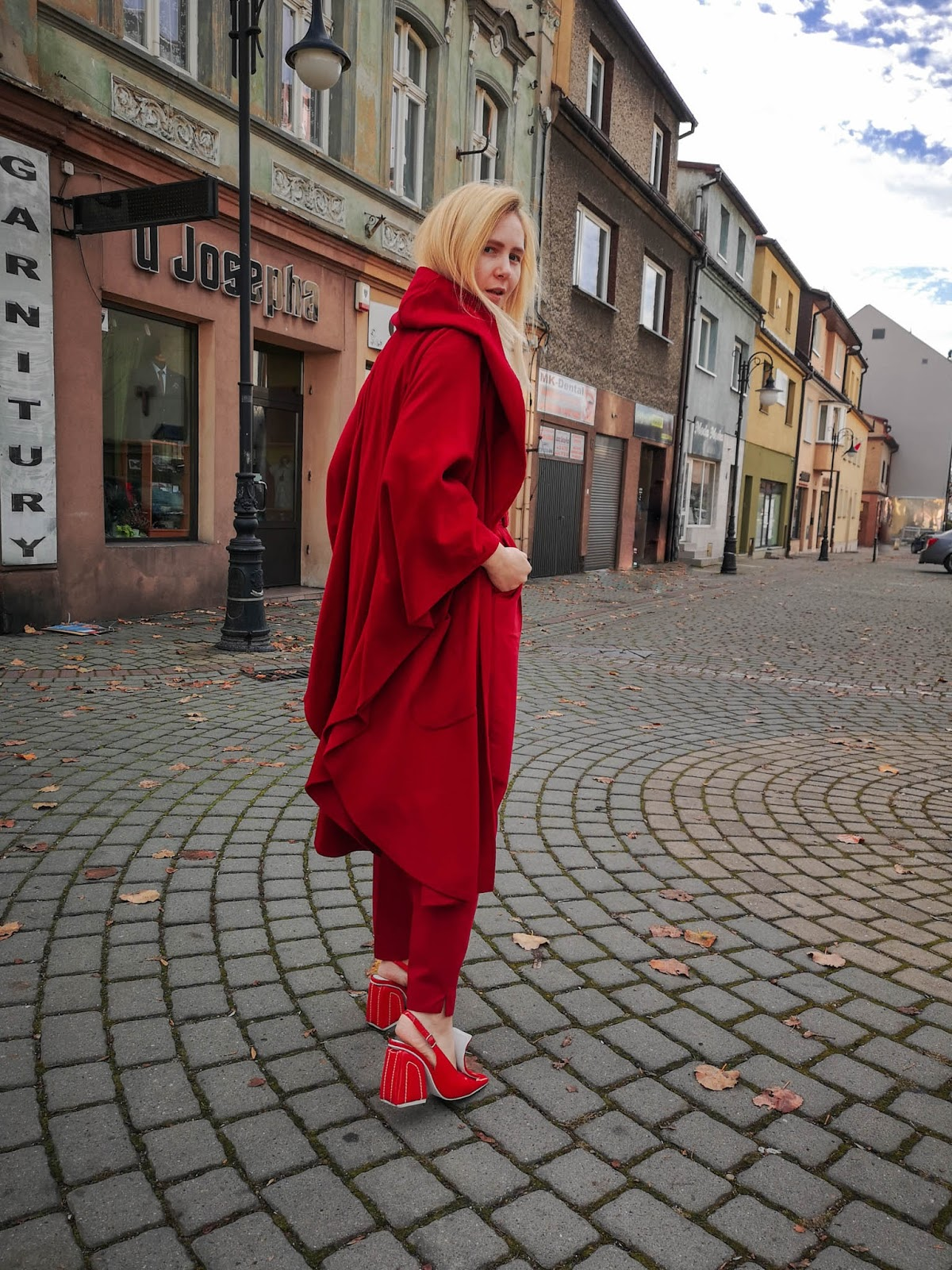 #redtotallook #fashion #inspiration #autumnvibes #red #jeffreycampbell #poncho #redponcho