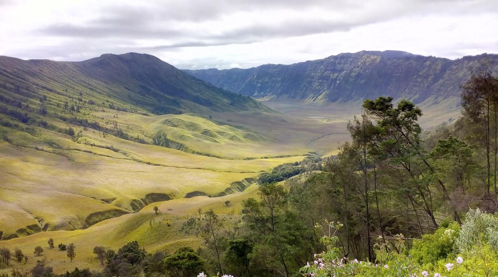 tempat wisata indonesia wajib dikunjungi bukit teletubies harga tempat wisata indonesia wajib dikunjungi