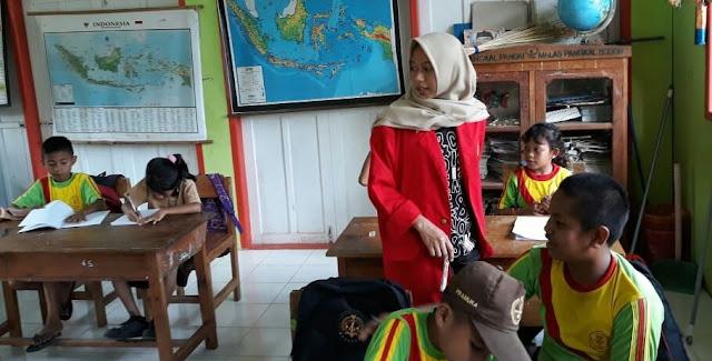 Mahasiswa KKN UNHAS Makassar Laksanakan PBM di Lokasi TMMD ke-102 Kodim 1415/Kep Selayar