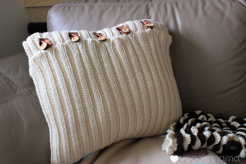 free pattern: knit a simple cushion cover