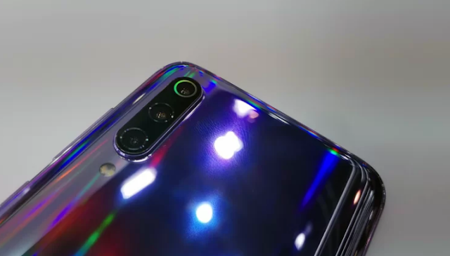 Xiaomi MI9 hands on: Premium curved design is worth the cost!