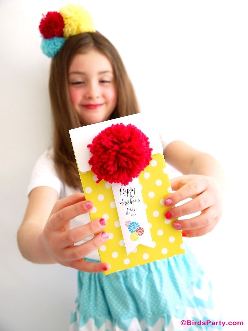 Easy DIY Pompom Gift Kids Can Craft For Mom - BirdsParty.com