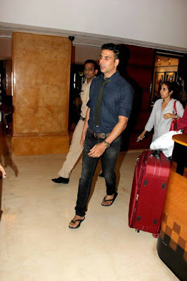Akshay and Jacqueline spotted at 'Housefull 3' media meet in mumbai