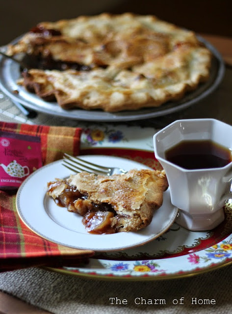 Rustic Apple Cider Pie: The Charm of Home