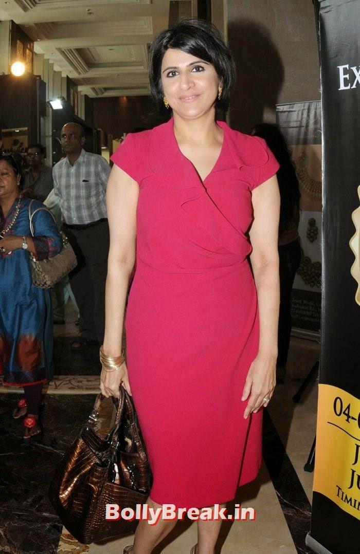 Varuna D Jani, Karisma Kapoor Inaugurates Glamour Jewelry Exhibition