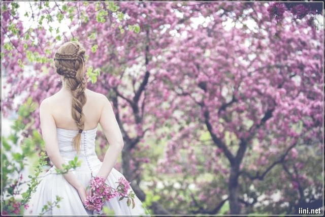 ảnh cô gái trong vườn hoa