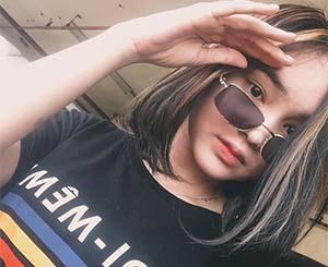 Angel Lisandi Putri Pakai Kacamata