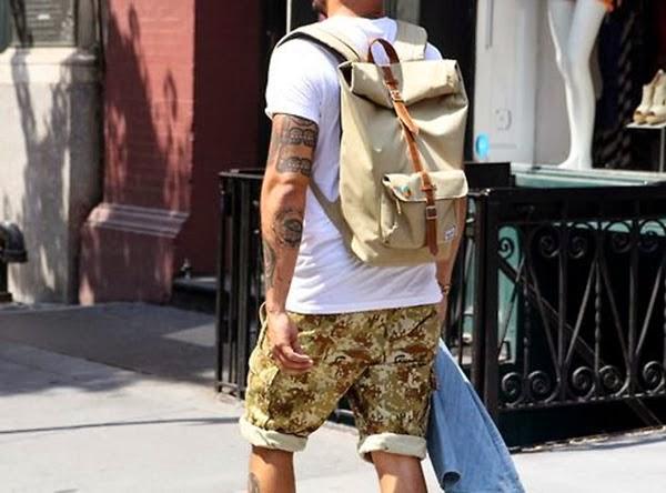 look masculino com mochila