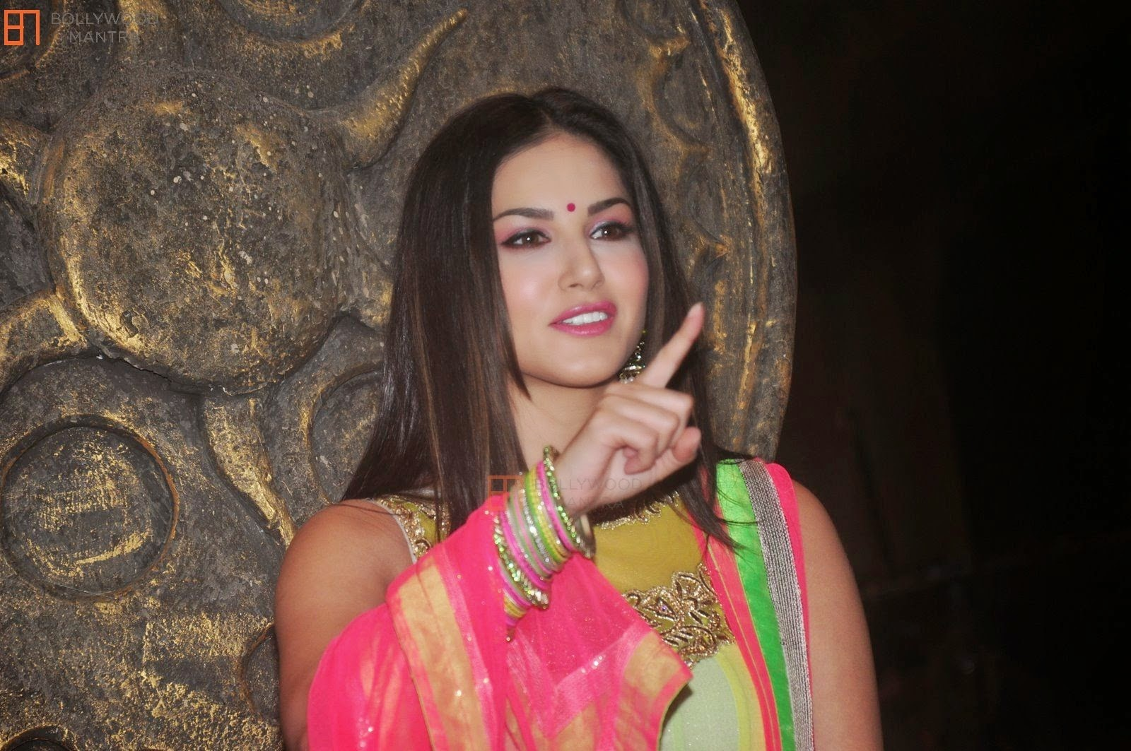 Sexy Sunny Leone In Traditional Dress