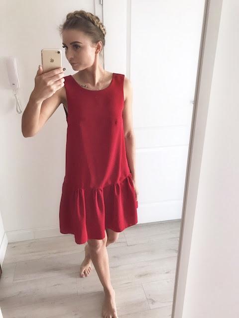 Slavic girl in red lady czerwona sukienka falbana czerwień słowiańska fryzura warkocz korona Stone skirts dress stylizacja wiosenno letnia subtelna dziewczęca blog modowy