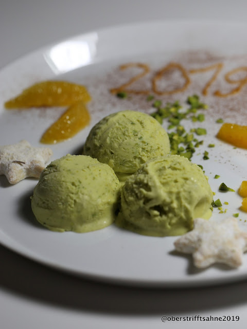 Silvester Menü Hauptgang: Risotto vom Braunen Reis mit Salsiccia, Schollenröllchen mit Spinat und Safranschaum