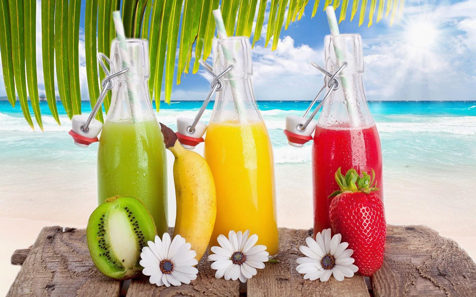 Strand, zee en flessen drinken