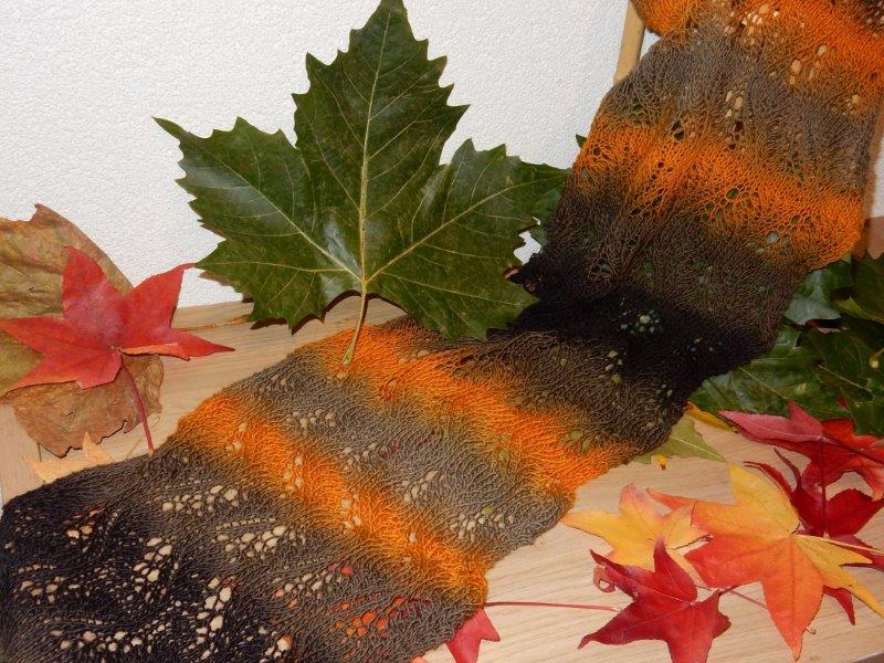Gebreidesjaals warme kleuren voor de binnenkort snel aankomende koude - Wat zijn de warme kleuren ...