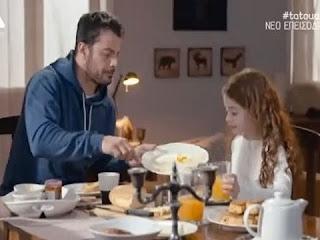 Tatouaz-sok-o-Stefanos-kanei-erwta-me-tin-prwin-tou