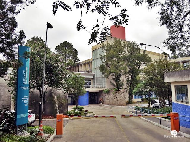 Vista da entrada do complexo da Escola de Enfermagem da USP - Cerqueira César - São Paulo