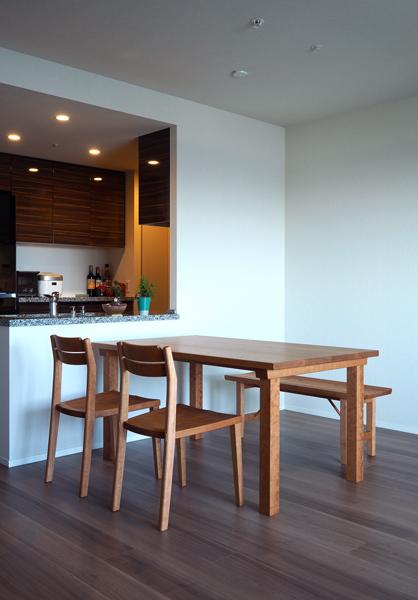 チェリー無垢の木のテーブルと椅子とベンチ