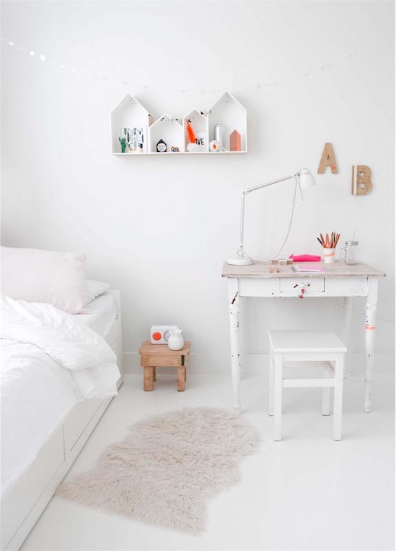 dormitorio de nina en blanco chicanddeco