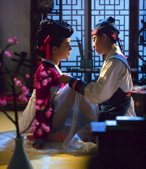 Moon Chae Won (문채원) - the gisaeng lady Jeong-hyang (정향) in Painter of the Wind