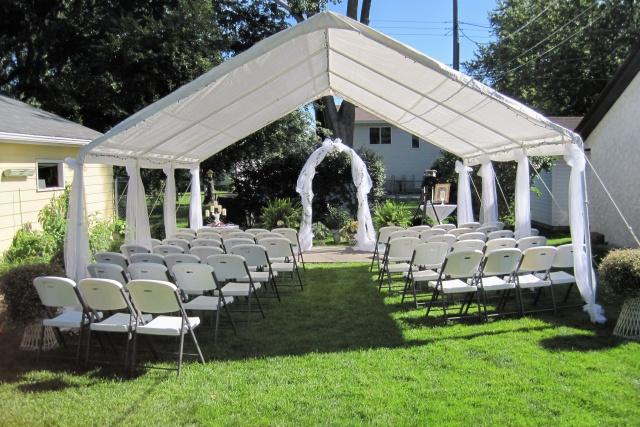 'Backyard Wedding Theme' Decorate your garden for the ...