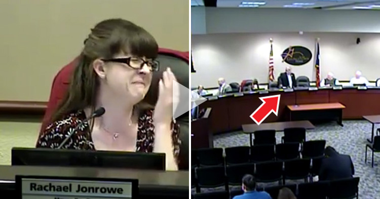 Woman's priceless reaction when a Mayor forgets to turn his off mic during bathroom break