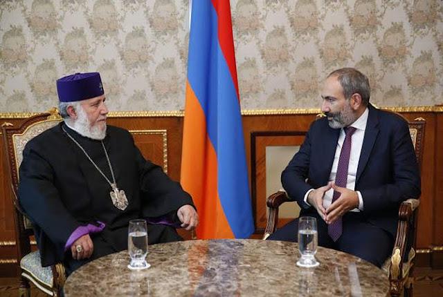 Pashinyan recibe al Catholicos de todos los armenios Karekin II
