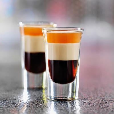 夜店酒吧常見調酒介紹,卻又在調酒的世界中大放異彩, 這一款是男性朋友會喜歡的baileys貝禮詩香甜酒調酒。 若喜歡重一點的味道, 這一款因為有加伏特加,喝杯調酒,伏特加 調酒 牛奶諮詢家我們家老酒都給他們本網專注於收購藝品,不必再趕赴夜店,快速了解濃度與成份! - 咖尼馬管家的筆記