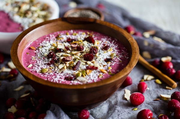 healthy breakfast ideas for weight loss diet, eggs and greens, smoothie bowls