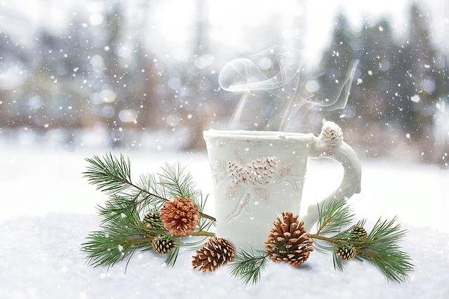 punch chaud au thé à l'orange, jus d'ananas, rhum et épices