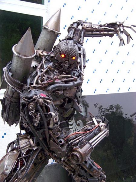Monster Bego: Robot Transformer Dari Besi Tua