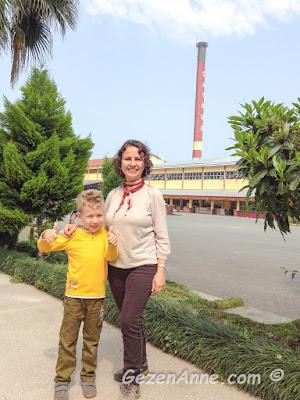 Çaykur Cumhuriyet çay fabrikası gezimizde oğlumla, Rize