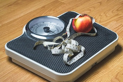 weight loss scale and apple